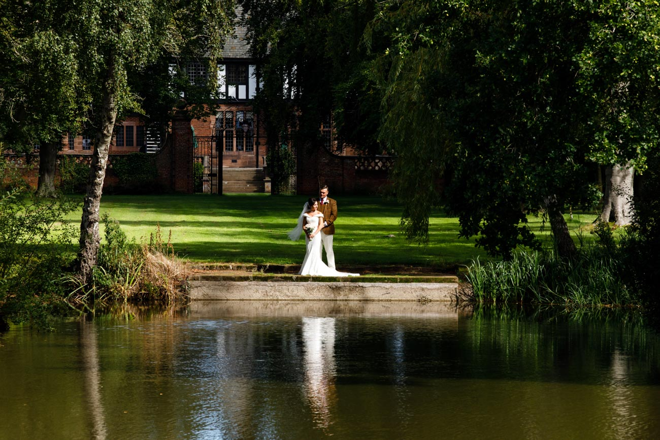 bride and groom at lake inglewood manor