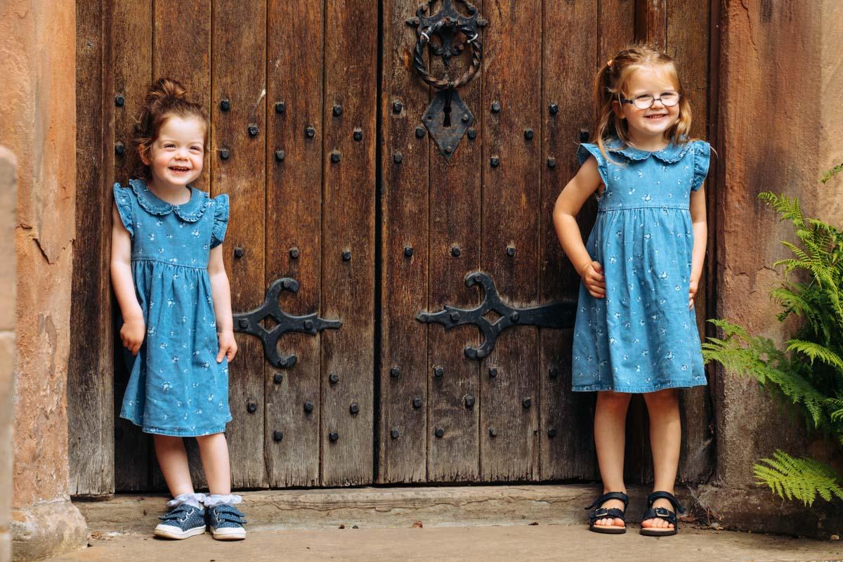Fun family photoshoot at Bramhall Park